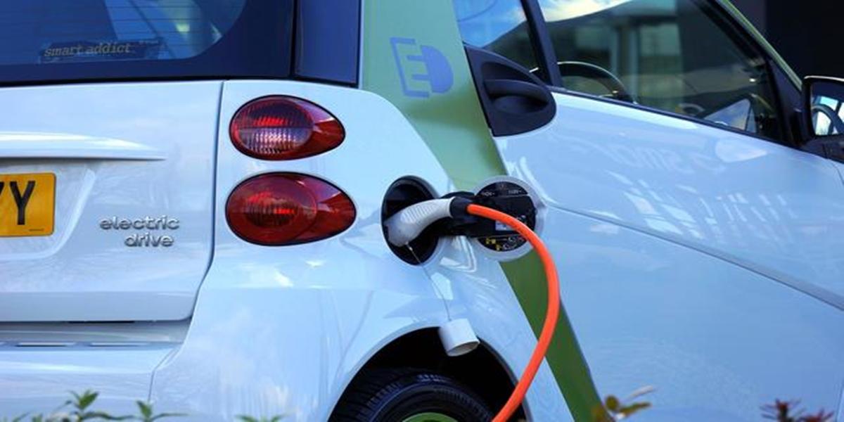 Era kendaraan listrik di Indonesia sudah di depan mata. Sejumlah perusahaan pun mulai ancang-ancang menyambutnya. Salah satunya adalah PT Pertamina (Persero)